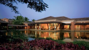 004738-01-hotel-exterior-pool-gardens