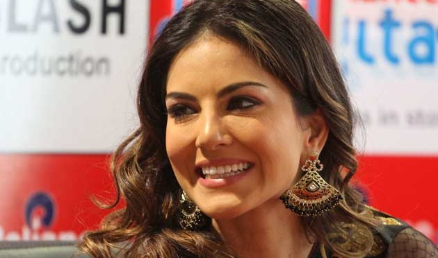 10 pic of Sunny Leone in traditional saree