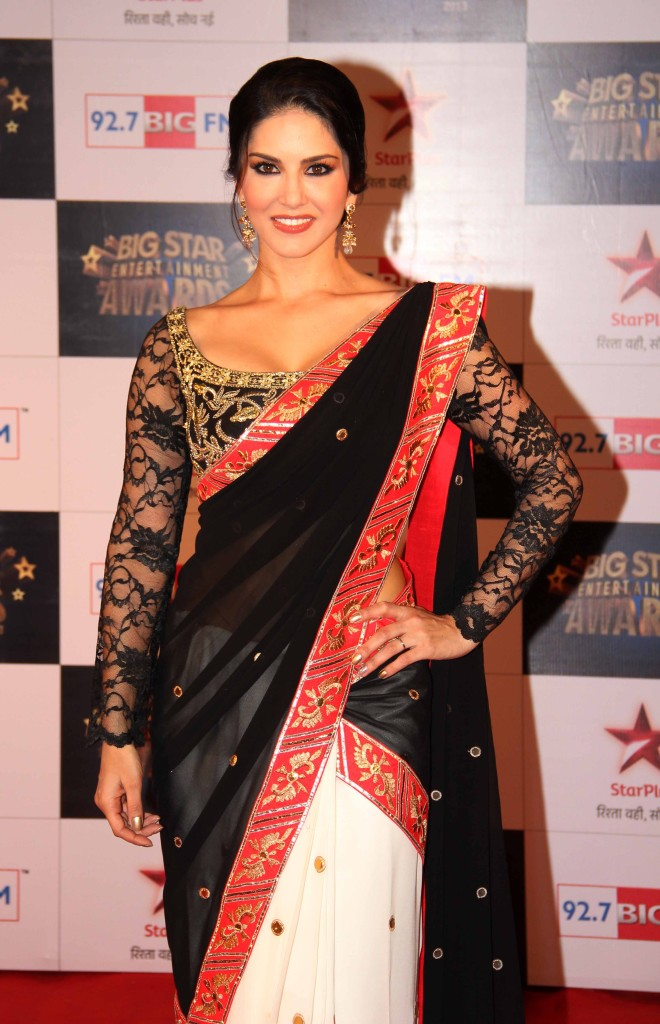 sunny-leone-in-full-sleeves-saree-blouse-660x1024