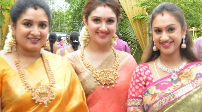 Manjula Vijaykumar daughters in Traditional Jewellery
