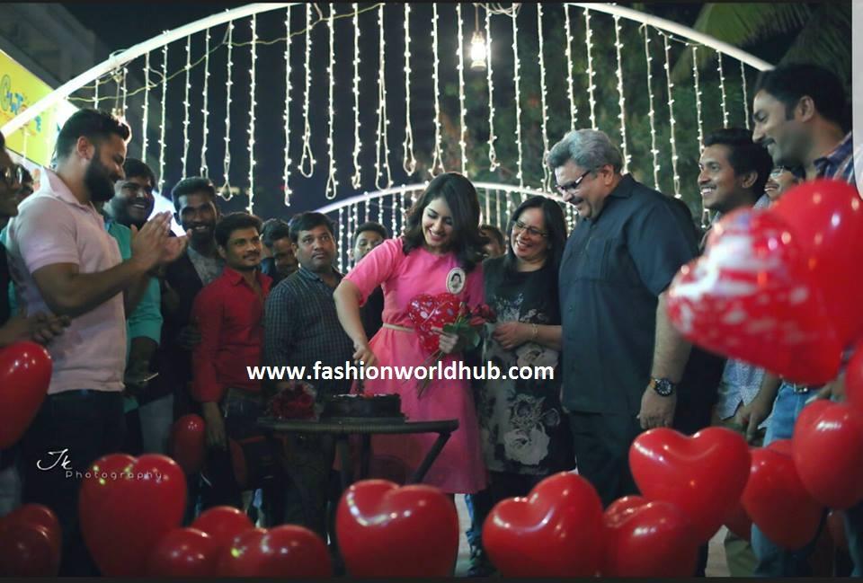 rashi khanna -fashionworldhub