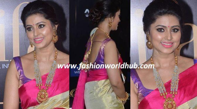 Sneha Prasanna in Gold & Pink kanjeevaram saree