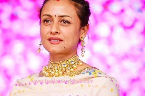 Namrata Shirodkar in Kundan Necklace