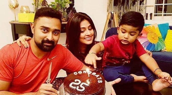 Sneha family celebrating prasanna's 25th film
