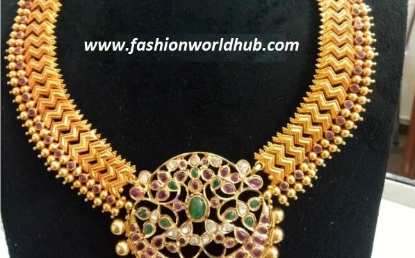 Broad kundan necklace