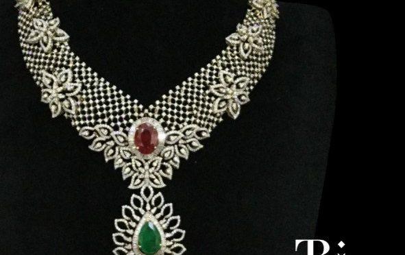 Flower design diamond necklace