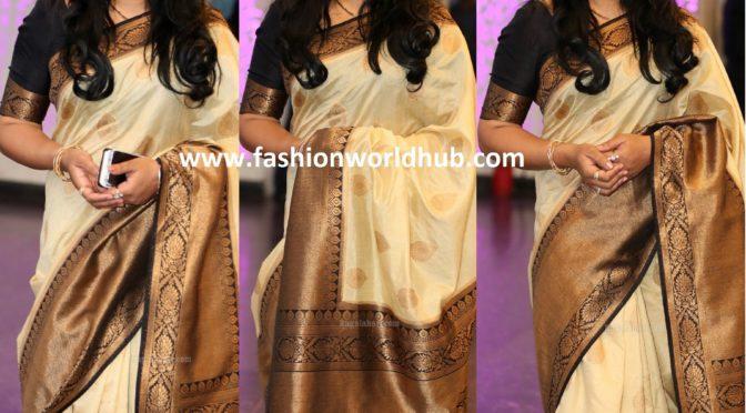 Actress Sana in silk saree!