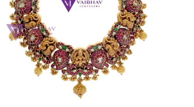 Gold & Diamond Antique jewellery designs by Vaibhav Jewellers!