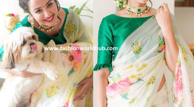 Tejaswi madivada in a Floral saree!