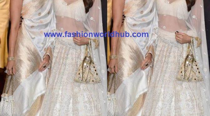 Karishma kapoor and Kareena kapoor at Isha Ambani – Anand Piramal wedding