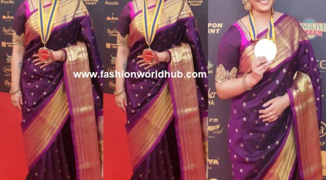 Varu Sarathkumar in Silk saree at Behindwoods Gold Medal Awards!