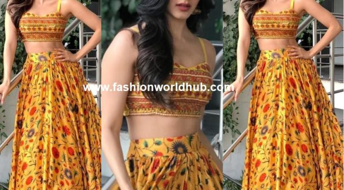 Kiara advani in Yellow skirt and crop top by Anushree Reddy!