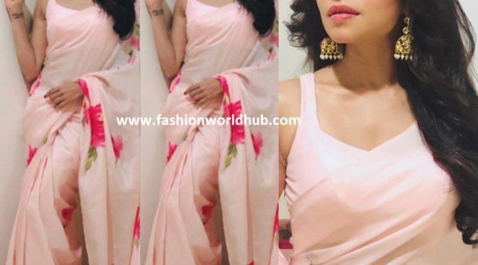 Amruta Khanvilkar in Pink saree