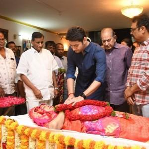 Mahesh babu & Other Celebrities pays homage to Vijaya Nirmala gaaru
