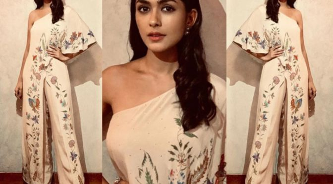 Mrunal Thakur in Ritu Kumar at Super 30 Movie Promotions!