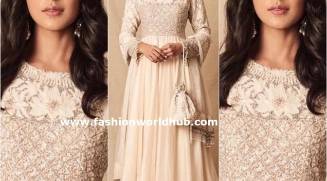 Mrunal Thakur in Manish Malhotra at Lakme fashion week 2019!