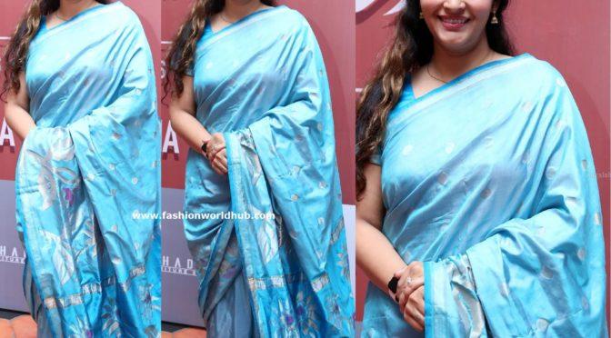 Renu desai in a blue silk saree!