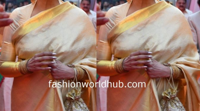 Rekha in a Gold kanjeevaram saree at ANR National Awards