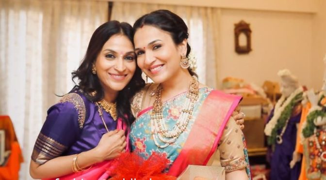 Aishwarya and Soundarya Rajinikanth in traditional gold jewellery!
