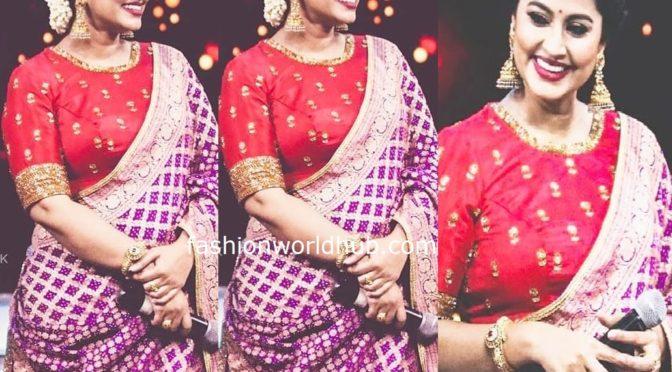 Sneha Prasanna flaunt's in baby bump in Red lehenga!