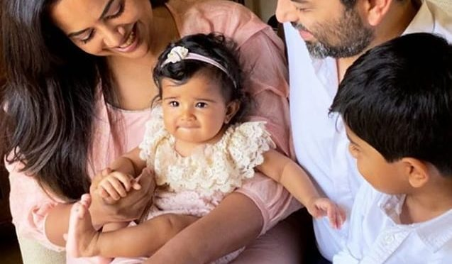 Sameera reddy family pic!