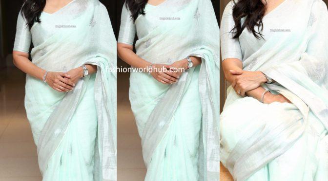 Singer sunitha in a blue linen saree