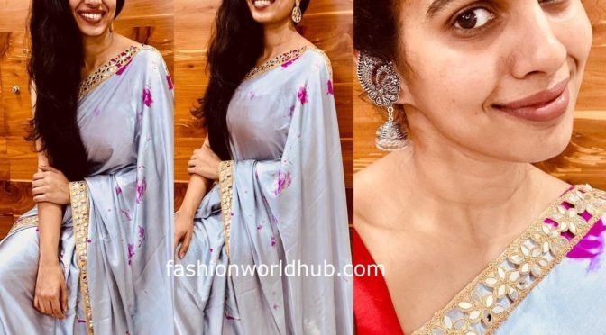 Sravana bhargavi in grey tie dye saree!