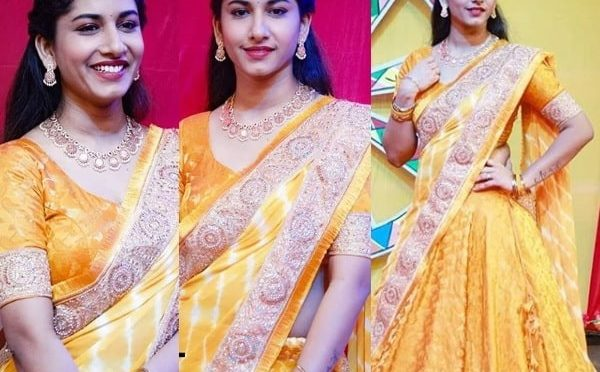 Anchor Vishnupriya in a Traditional half saree!