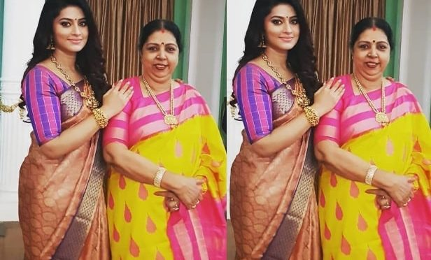 Actress sneha and her mother in Traditional saree!