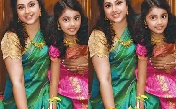 Actress Meena and her daughter nainika's traditional look!