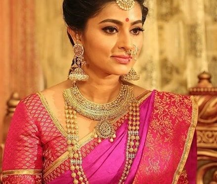 Actress sneha in a traditional gold jewellery!