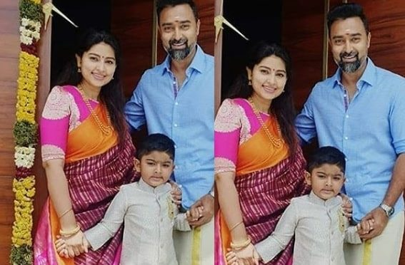 Actress Sneha prasanna family in traditional outfit!