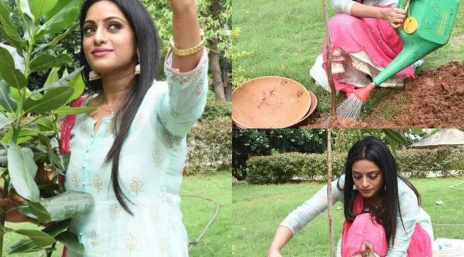 Udaya Bhanu in a floor length Anarkali!