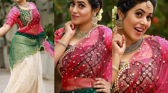Shamna Kasim's half saree look!