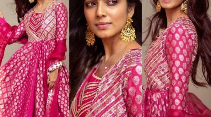 Malavika Mohanan celebrates diwali 2020 at her new house in pink Anarkali Suit!