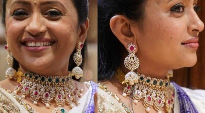 Suma Kanakala in a diamond Jewellery set!