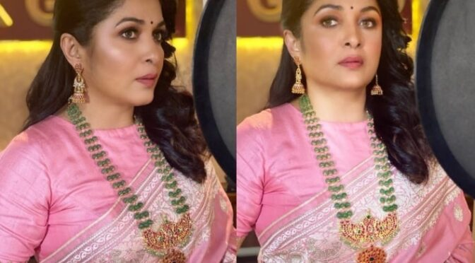 Ramya krishnan stuns in traditional silk saree!