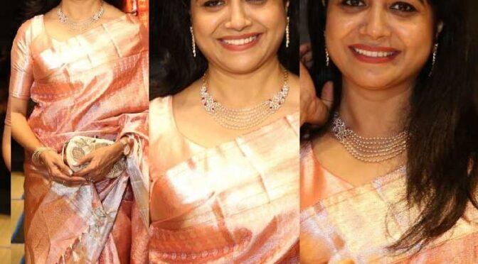 Singer sunitha stuns in pink kanjeevaram saree !