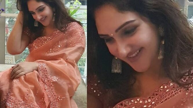 Sridevi vijaykumar looking beautiful in peach mirror work saree!
