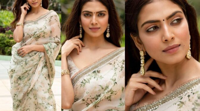 Malavika Mohanan looking beautiful in Sabyasachi saree!