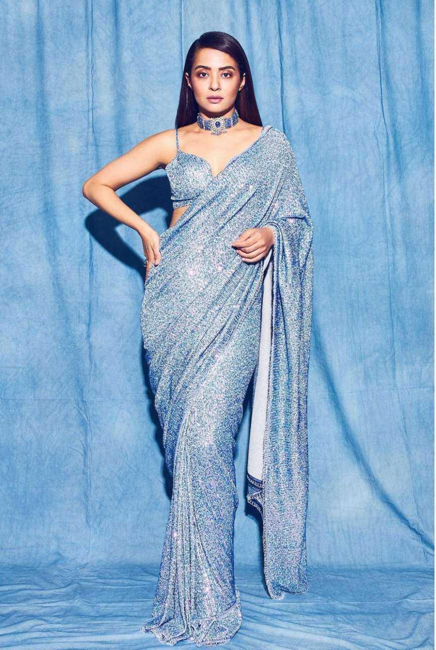 Surveen Chawla in a powder blue saree by Neeta Lulla! | Fashionworldhub