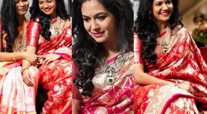 Singer sunitha in Red Benarasi silk saree by Mugdha art studio!