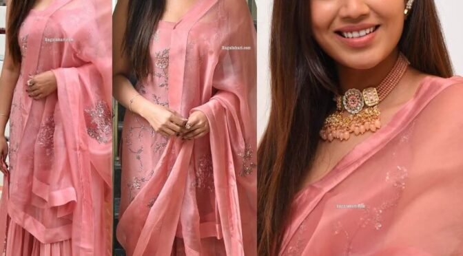 "Nivetha Pethuraj in pink kurta set look for ""Paagal"" movie interview!"