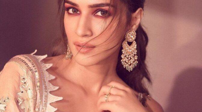 """Kriti Sanon in white skirt-set for """"Hum Do Humare Do"""" promotions!"""