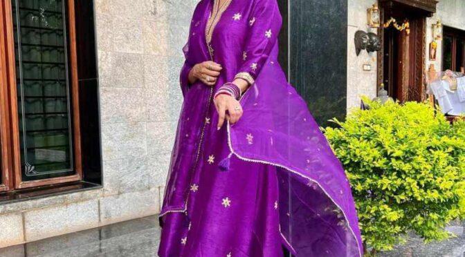 Lakshmi Manchu visits Tirumala tirupati temple in a purple kurta set!